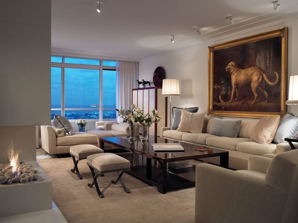 Bierman sought to evoke the feel of a 1930s yacht in his interior design. The living room features custom furniture by Bierman and art selected by Secord, including a nineteenth-century deerhound and terrier portrait by Gourlay Steell.