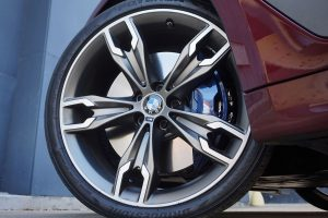 BMW 550i tires:wheel