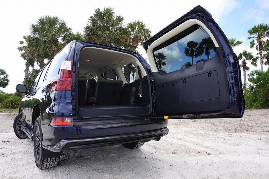 Lexus GX460 trunk view