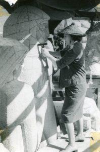 Ann Weaver Norton working on Seven Beings. Courtesy Ann Norton Sculpture Gardens