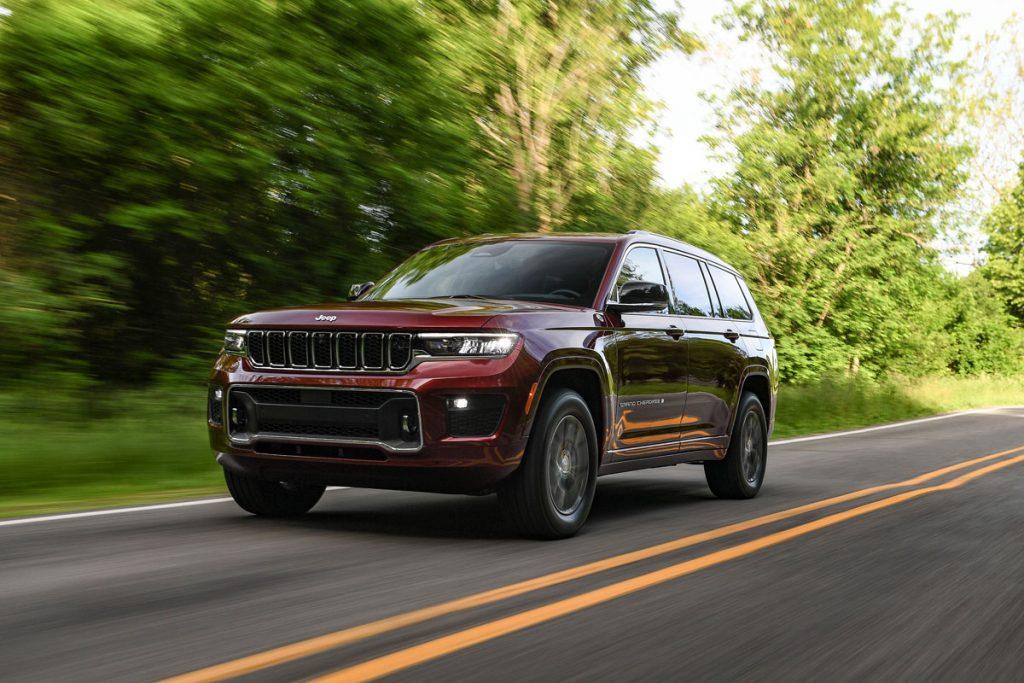 Jeep Grand Cherokee L  driving